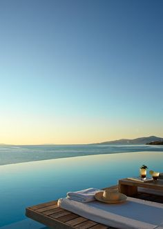 Top 10 Best Hotels in the Greek Islands CAVO TAGOO MYKONOS : Cavo Tagoo is a five-star hotel located in the town's capital. This gives you an impressive view of the nearby Delos Island as well as of the crystal clear waters of the Aegean Sea. Best Vacations, Vacation Trips, Vacation Spots, Cavo Tagoo Mykonos, Beautiful Places To Travel, Most Romantic Places, Romantic Travel, Travel Aesthetic, Greek Islands