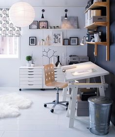 This contemporary office space is just a lovely sight to see. Imagine working in this organized work space w/ tons of art & home decor accessories!