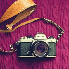 How fun would it be to go around Europe or NYC with an old camera and your best friends? #bucketlist