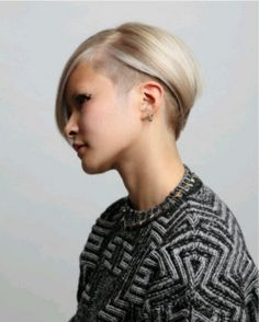 Deep Parted Platinum Bob Undercut Hairstyle for Mide-length Straight Hair