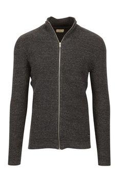 Div gensere tynne, strikk, evt. cardigan. Ikke masse trykk :-) Str. M