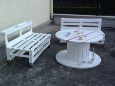 Salon de jardin en palettes de récupération et touret.