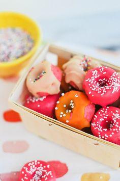 pink strawberry mini donuts for the dessert bar Just Desserts, Delicious Desserts, Dessert Recipes, Yummy Food, Yummy Treats, Sweet Treats, Mini Donuts, Homade Donuts, Powdered Donuts