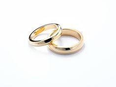 Ridge wedding rings in Fairtrade 18ct yellow gold #JonDibben #Fairtradegold #Fairtrade #weddingrings
