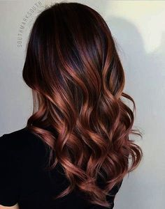 A stunning rose gold balayage boasts a jaw-dropping effect that's totally on-trend. Brunette Rose Gold Balayage - 20 Gorgeous Brown Color Hair Ideas for Winter - Photos. Auburn Balayage, Hair Color Balayage, Hair Highlights, Caramel Balayage, Brown Highlights, Balayage Hairstyle, Subtle Balayage, Brunette Hairstyles, Men's Hairstyle
