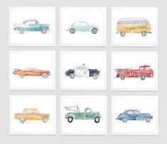 Estas impresiones automóvil vintage son ideales para la habitación infantil, guardería o sala de juegos. Eran dibujadas a mano con amor y digitalmente ilustrado por mí y será una maravillosa adición a la decoración de cualquier amante de los coches! :) Automóviles Vintage Set de 9 - el