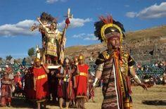 【ペルー】Inti Raimi  −インカ帝国のインティライミ−  ペルー南部のアンデス山脈の街クスコで毎年6月24日に行われる『太陽祭り(Inti Raimi)』は、 元々収穫の感謝や豊作祈願を生け贄を捧げて太陽に祈る事から始まったと言われている。