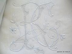 Articles vendus > Linge ancien de lit > LINGE ANCIEN / Drap avec somptueux monogramme RC fait main sur toile de lin fin et bordure dentelle - Passion de Blanc - Broderie ancienne - Antique & Vintage French linen