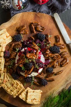 The perfect Christmas dinner appetizer! Baked camembert with blackberries and spiced pecans Baked Camembert, Spiced Pecans, Pecan Nuts, Good Food, Yummy Food, South African Recipes, Blackberries, Appetisers, Light Recipes