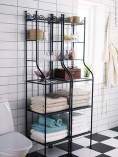 Jag gillar hur de stylat hyllorna Rönnskär på IKEA Livet Hemma. Med deras egna…