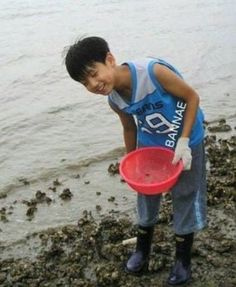 Jungkook as a child omg so cute Foto Bts, Foto Jungkook, Jungkook Cute, Bts Jimin, Suga Suga, Jungkook Predebut, Bts Taehyung, Taehyung Gucci, Jung Kook