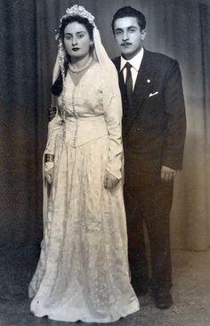 Chic Vintage Brides, Bridal Looks, Grooms, Statue, Weddings, Beautiful, Bride Groom Dress, Engagement, Vestidos