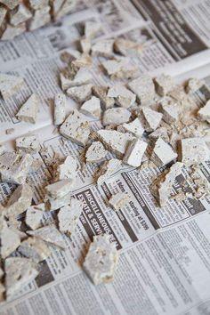 broken tile pieces Mosaic Planters, Mosaic Vase, Mosaic Flower Pots, Mosaic Diy, Mosaic Crafts, Mosaic Tiles, Garden Crafts, Diy Garden Decor, Driftwood Fish