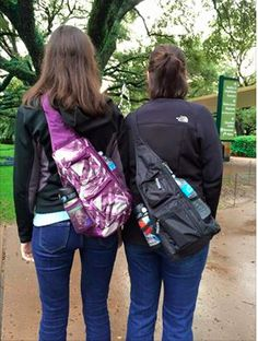 Love this Sling-Back Bag from Thirty-One. It's perfect for zoo trips and Disney Trips or just running around trips. www.mythirtyone.com/elissac31