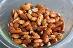 Rosemary Roasted Almonds Recipe 111 calories/ 1 oz serving fat g protein g Carb Almond Recipes, Paleo Recipes, Snack Recipes, Cooking Recipes, Healthy Snacks, Healthy Eating, Cocina Natural, Roasted Almonds, Appetizer Recipes