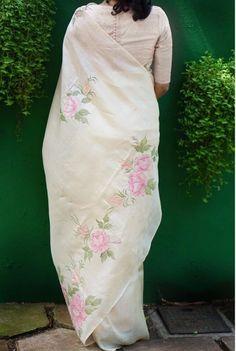 Hand Painted Sarees, Hand Painted Fabric, Saree Painting, Fabric Painting, Chinese Painting Flowers, Hand Embroidery, Embroidery Designs, Fabric Paint Designs, Indian Silk Sarees