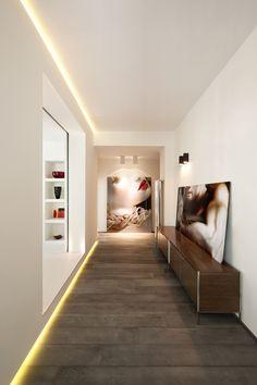 moderne Flurgestaltung mit betonboden und indirekte wandbeleuchtung_Interieur Carola Vannini