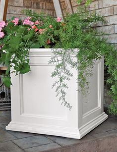 FAIRFIELD SQUARE PLANTER, polyethelene and with water reservoir