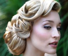 Bride's retro finger curls old Hollywood glam wedding hairstyle
