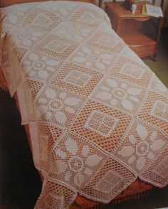 A ARTE DE ROSA CRAVO Filet Crochet, Crochet Motif, Bed Spreads, Quilts, Blanket, Rugs, Table Clothes, Runners, Diana