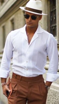 I really like this modern take, (read: slimmer fit), on an older look. This man … – Men's style, accessories, mens fashion trends 2020 Older Mens Summer Fashion, Summer Outfits Men, Komplette Outfits, Outfit Summer, Sharp Dressed Man, Well Dressed Men, Cuba Fashion, Fashion Night, Men's Fashion