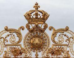 The Imperial Court — Gilded details of the Chateau de Versailles Palace Of Versailles France, Chateau Versailles, Louis Xiv, Chez Louis, Hotel Des Invalides, Templer, Gate Design, Kirchen, Marie Antoinette