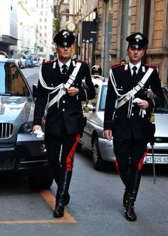 handsome men in police/military/fire uniforms Police Uniforms, Army Uniform, Men In Uniform, Military Fashion, Mens Fashion, Uniform Design, Komplette Outfits, Military Police, Sexy Men