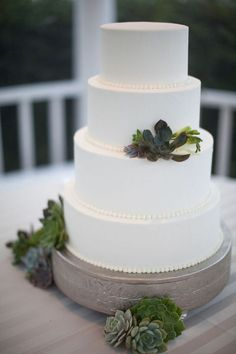 Simple, classic wedding cake.  http://cunninghamphotoartists.com/