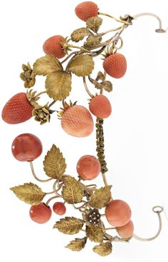 Amazing tiaras: WANNENES GIOIELLI tiara lot a tiara of the late nineteenth century gold made with a leaf-motif and floral decorated with strawberries in coral recorded, and two pins similarly decorated (lot 351 estimated to EUR). Royal Crowns, Royal Jewels, Tiaras And Crowns, Crown Jewels, Antique Jewelry, Vintage Jewelry, Pelo Vintage, Tiara Hairstyles, Coral Jewelry