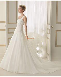 Félvállas Klasszikus és időtálló Rátétek Évjárat Menyasszonyi ruhák