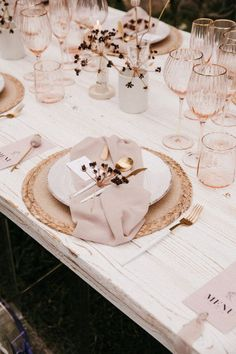 romantic reception setup with pink and gold hues Filled with chic earthy textures, this modern and organic wedding setup in Mallorca is the perfect environment to tie the knot with the love of your life. Wedding Set Up, Chic Wedding, Wedding Details, Wedding Styles, Nautical Wedding, Deco Boheme, Wedding Table Settings, Deco Table, Event Decor