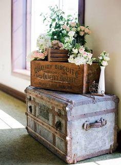 baul con caja de madera antigua
