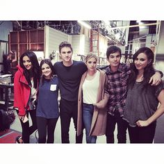 Shay Mitchell, Lucy Hale, Keegan Allen, Ashley Benson, Tyler Blackburn, and Troian Bellisario