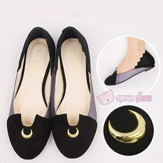 Black flats with a golden crescent moon Luna Sailor Moon, Sailor Moon Wedding, Sailor Moon Merchandise, Sailor Moon Wallpaper, Sailor Moon Cosplay, Casual Cosplay, Sailor Scouts, Geek Chic, Retro