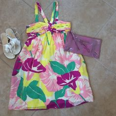 """🎈sale🎈🎉hp🎉Nwot----Shoshanna silk tropical This beautiful dress is perfect for that tropical vacation or spring or summer party. Fully lined all silk  wires going down the chest for nice contour and gathered at chest zippers in back. Retailed at 240. Length is 27"""" wore once for vacation. Shoshanna Dresses Strapless"""