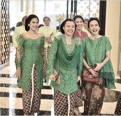 green Vera Kebaya, Kebaya Lace, Kebaya Hijab, Kebaya Brokat, Batik Kebaya, Dress Brokat, Kebaya Dress, Kebaya Muslim, Batik Dress