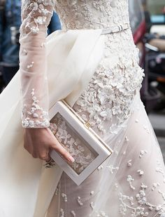 bridal style | floral detail | via: dallas shaw