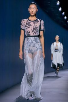 A look from the Vionnet Spring 2015 RTW collection.