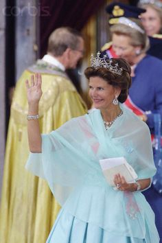 Queen Silvia departs Oslo Cathedral; wedding of Crown Prince Haakon of Norway and ms. Mette-Marit Tjessem Høiby, August 25th 2001