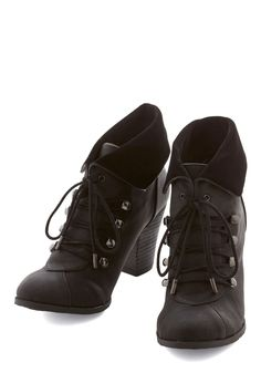 Barks and Recreation Bootie in Black. Being the arborist extraordinaire that you are, you select these black booties for your foray into the flora. #black #modcloth