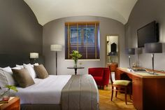 Economy rooms, a budget choice for those who want to explore the city staying in a beautiful hotel
