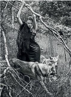 www.pegasebuzz.com   Animals & Fashion : Lara Stone by Mario Sorrenti for Vogue UK, september 2014