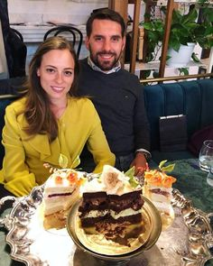 Николай с Алиной-Марией на дегустации свадебного торта Queen Anne, Royals, Desserts, King, Food, Home, Romania, Europe, Royal Families