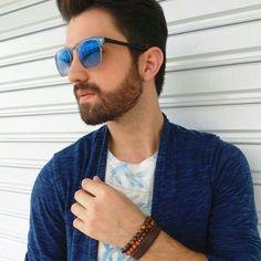Mix de pulseiras com olho de tigre e pedra do sol. Look perfeito @jfontenele.  #pulseiras #acessoriosmasculinos #cool #fashion #moda #liquidação #promoção #style #saopaulo #swarovski #fortalezace #vempraelabore #elaborecs #elabore