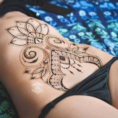Body Painting and tattoos Posted by Sifu Derek Frearson Mehndi Tattoo, Henna Tattoo Back, Henna Body Art, Henna Tattoo Designs, Belly Tattoos, Stomach Tattoos, Hot Tattoos, Body Art Tattoos, Girl Tattoos
