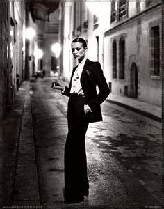 Yves-Saint-Laurent, french Vogue, rue Aubriot, Paris, 1975 - Helmut Newton