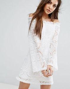 Vestido de encaje con vuelo y escote Bardot de PrettyLittleThing #shopping