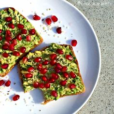 Is there any better topping for toast than avocado? Mix up your usual morning bread and butter with Avocado and Pomegranate Toast!