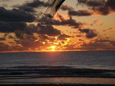 Amanhecer na praia de Guaibim