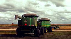 Combining Canola in Redvers, Saskatchewan. John Deere Equipment, Heavy Equipment, Agriculture, Farming, John Deere Combine, Combine Harvester, Farm Pictures, Down On The Farm, Harvest Time